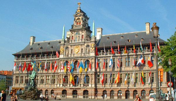 One Click LCA was used to perform a Life-Cycle Assessment for a very special BREEAM refurbishment project: the renovation of the UNESCO World Heritage Site Antwerp Town Hall.